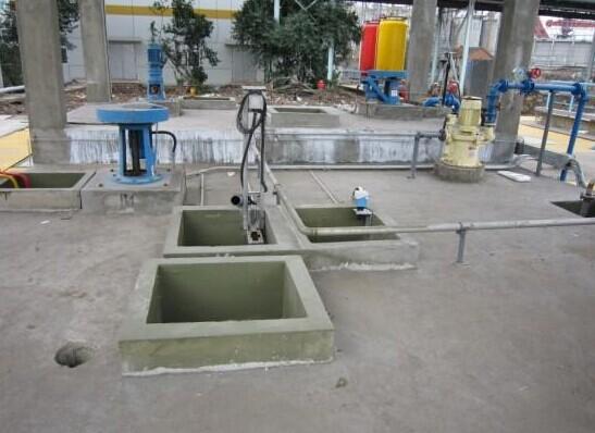 进口聚脲喷涂机污水池防腐施工案例
